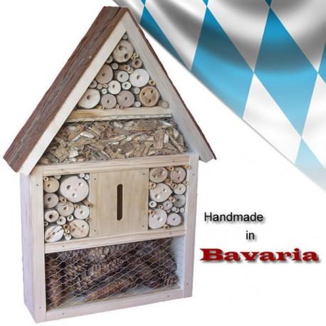 Insektenhotel mit Rindendach